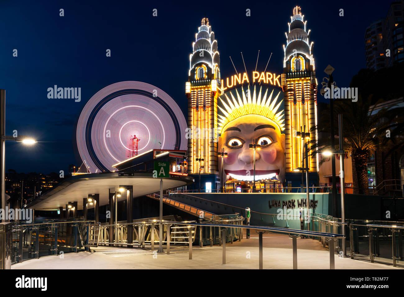 Entrada del famoso Luna Park en el centro de la ciudad de Sydney. Imagen De Stock