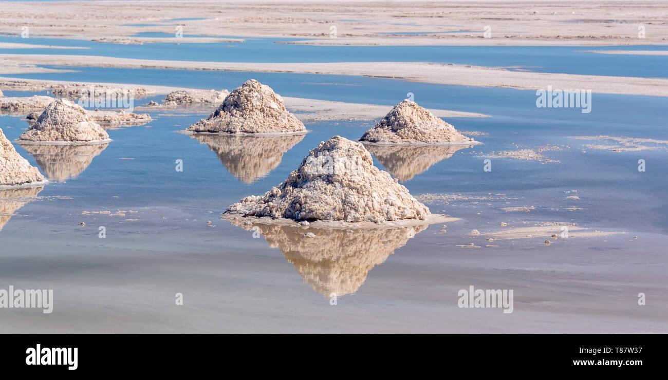 Los montones de sal en el Salar de Uyuni (salar de Uyuni, Potosí, Bolivia Imagen De Stock