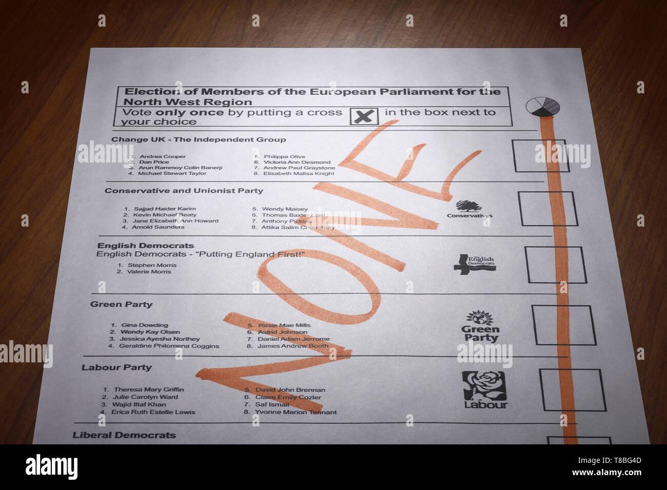 Una papeleta nula de papel para las elecciones europeas de mayo de 2019 Diputado Foto de stock