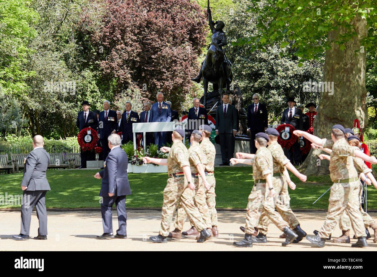 Londres, Reino Unido - 12 de mayo, 2019: Su Alteza Real el Príncipe de Gales inspecciona el pasado y el presente cavalrymen como parte del 94º desfile anual de la Asociación de antiguos camaradas de Caballería combinada de Hyde Park. Imagen De Stock