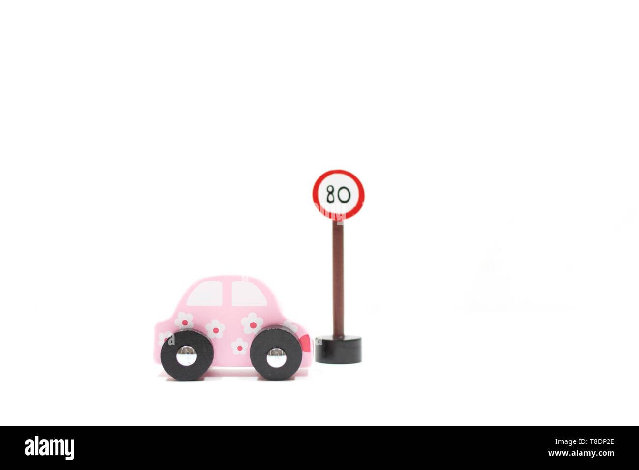 Aprenda a conducir los coches y signos sobre fondo blanco.Obtenga la licencia de conducir. Propósito para verano. licencia de conductor las normas de circulación de tráfico. Imagen De Stock
