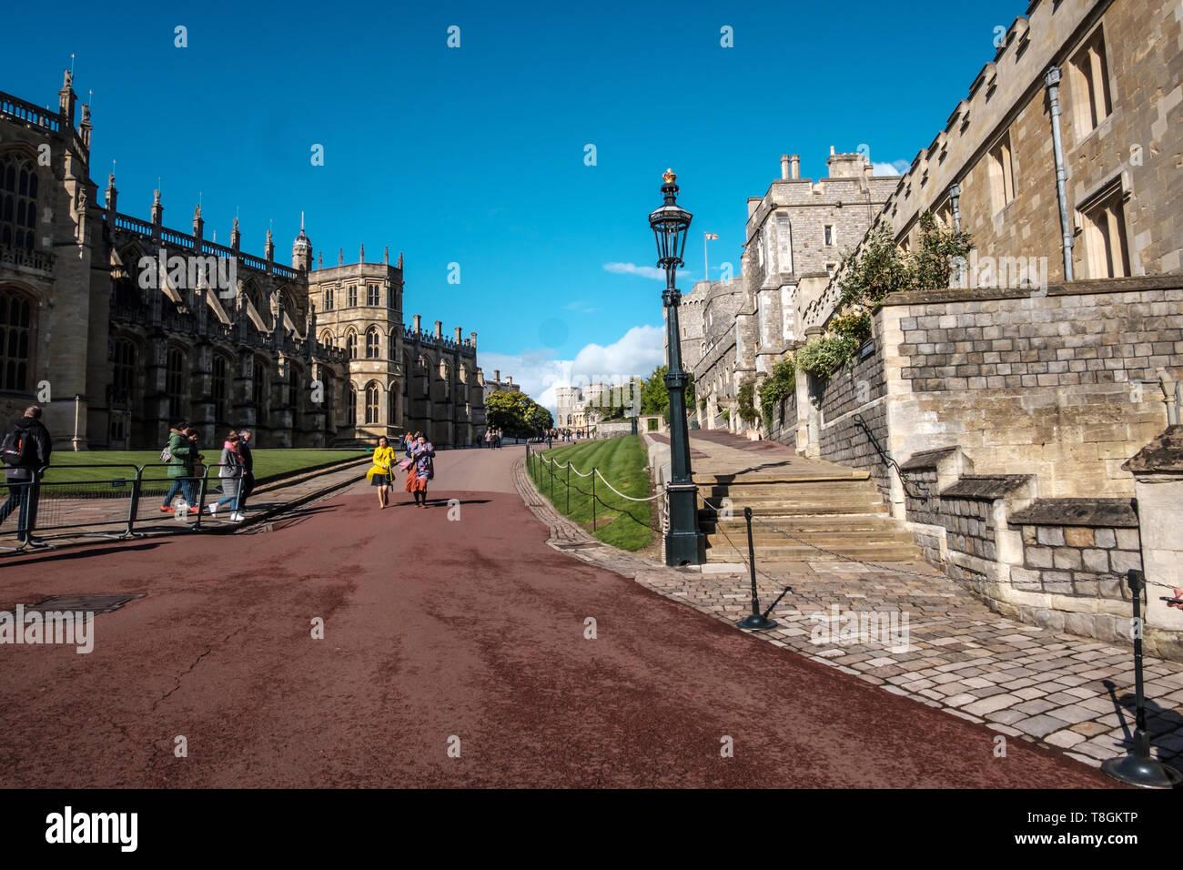 El Castillo de Windsor, Windsor, Berkshire, Inglaterra, Reino Unido, 4 de mayo de 2019. Un gran día para visitar o ir de vacaciones, justo antes del nacimiento real Foto de stock