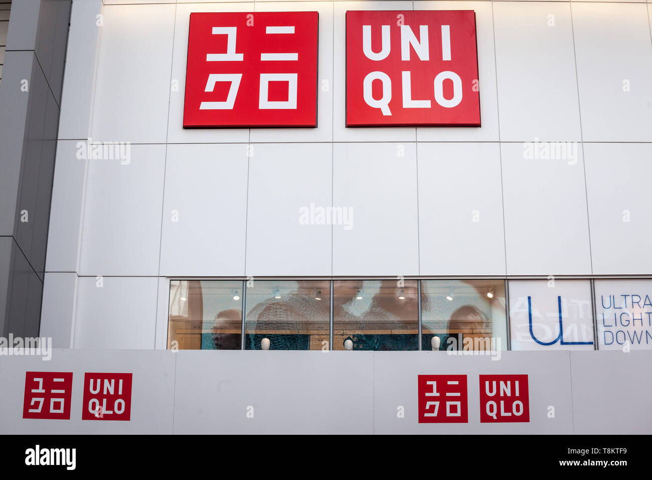24af33b14 Uniqlo Sign Logo Imágenes De Stock & Uniqlo Sign Logo Fotos De Stock ...