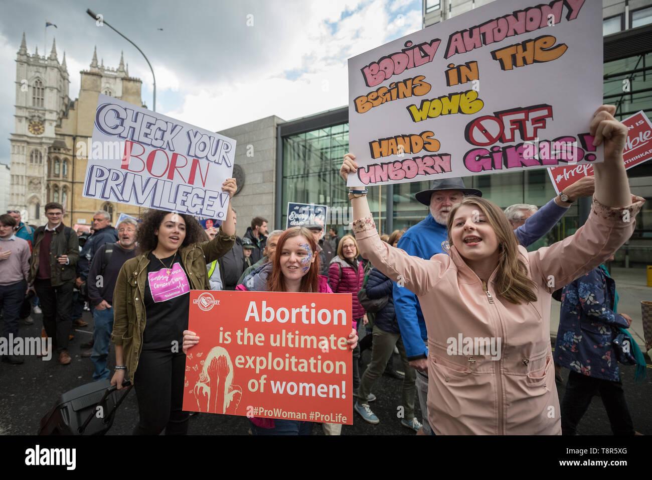 'March de por vida UK' anti-aborto marcha de protesta organizada por grupos cristianos pro-vida incluido el buen consejo red y marcha por la vida en el Reino Unido. Foto de stock