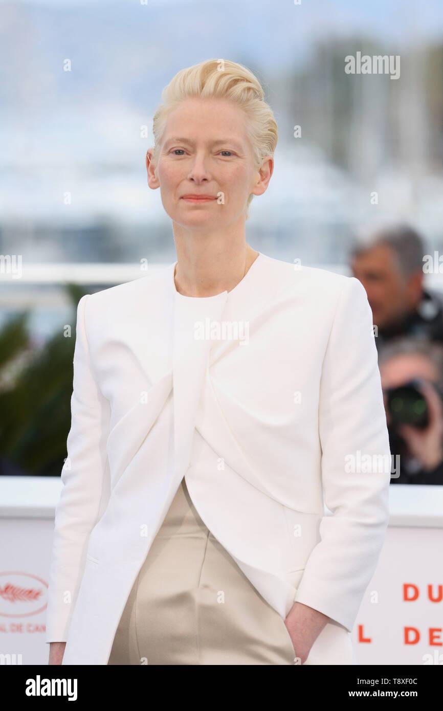 Cannes, Francia. El 15 de mayo, 2019. La actriz Tilda Swinton posa para las fotos durante la 72ª edición del Festival de Cannes en Cannes, Francia, 15 de mayo de 2019. La 72ª edición del Festival de Cannes se celebra aquí del 14 al 25 de mayo. Crédito: Gao Jing/Xinhua/Alamy Live News Foto de stock