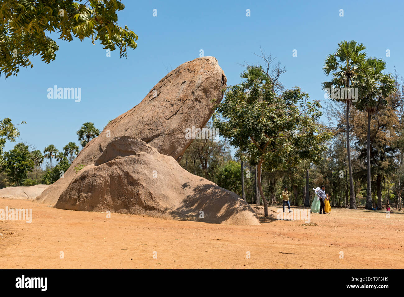 Rocas gigantes en el Templo Cueva del Tigre, Mahabalipuram (Mamallapuram), India Imagen De Stock