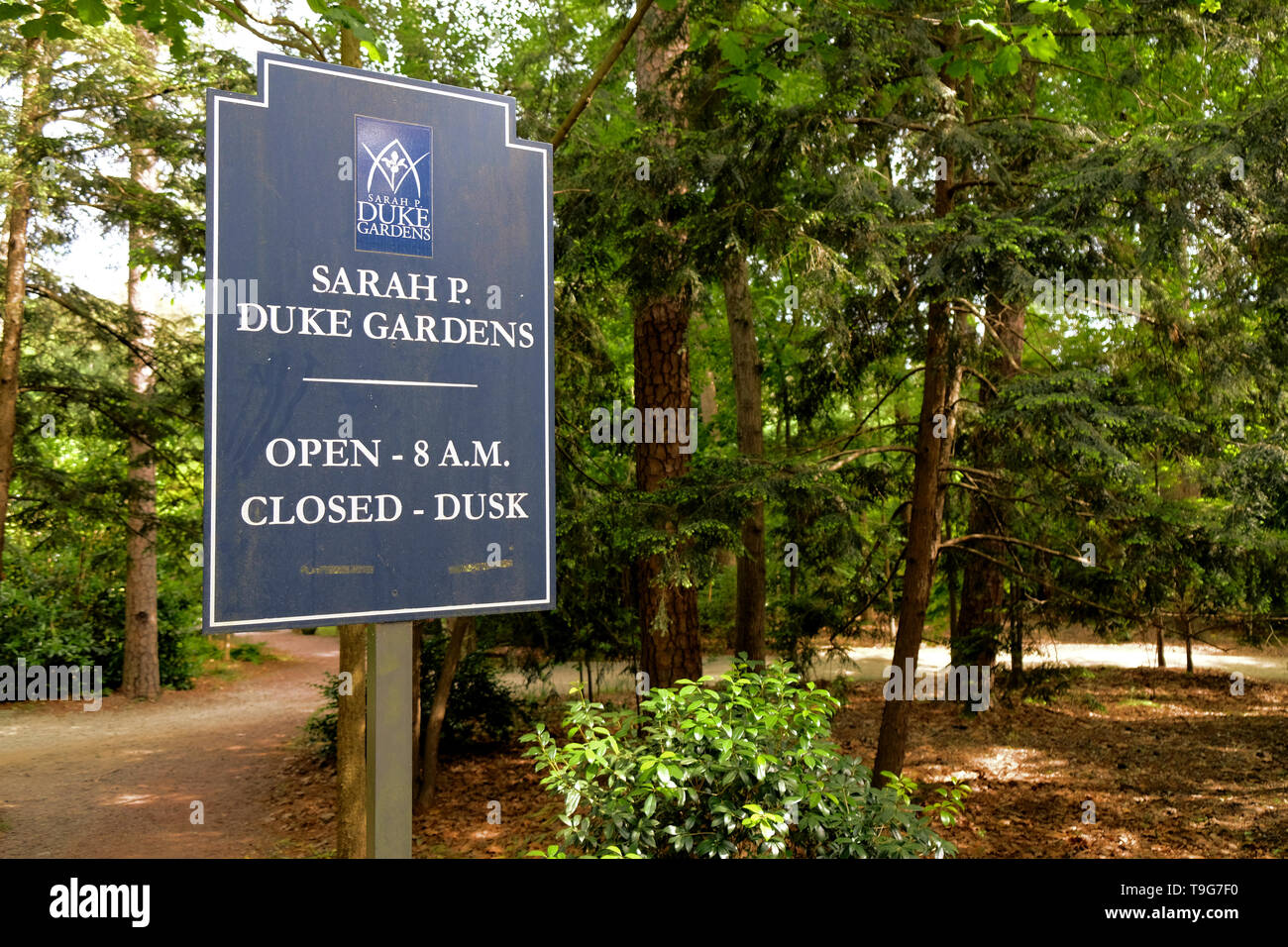 Signo de la Sarah P. Duke Gardens en el campus de la Universidad de Duke en Durham, Carolina del Norte, EE.UU. Foto de stock