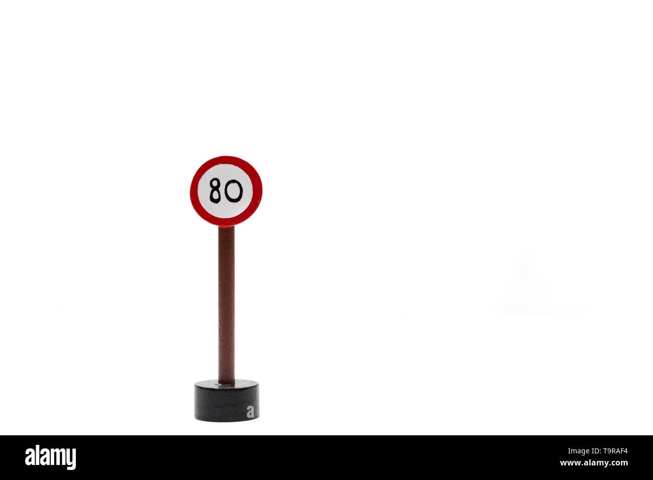Fondo blanco con las señales de tráfico. El código de circulación. Aprenda a conducir. Licencia de conducción pase las reglas de tráfico.licencia de conducir.velocidad límite Foto de stock