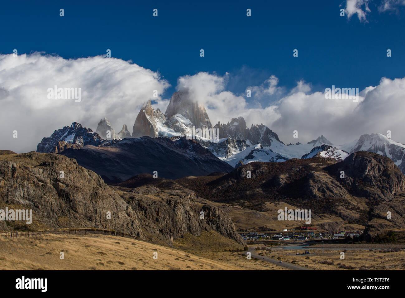 Monte Fitz Roy en el Parque Nacional Los Glaciares, cerca de El Chaltén, Argentina. Un sitio de Patrimonio Mundial de la UNESCO en la región de la Patagonia en América del Sur. Bec Foto de stock