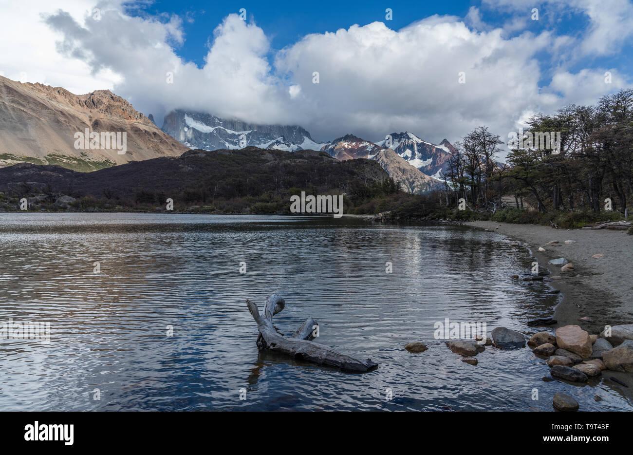 Lago Capri en el Parque Nacional Los Glaciares, cerca de El Chaltén, Argentina. Un sitio de Patrimonio Mundial de la UNESCO en la región de la Patagonia en América del Sur. Mount F Foto de stock