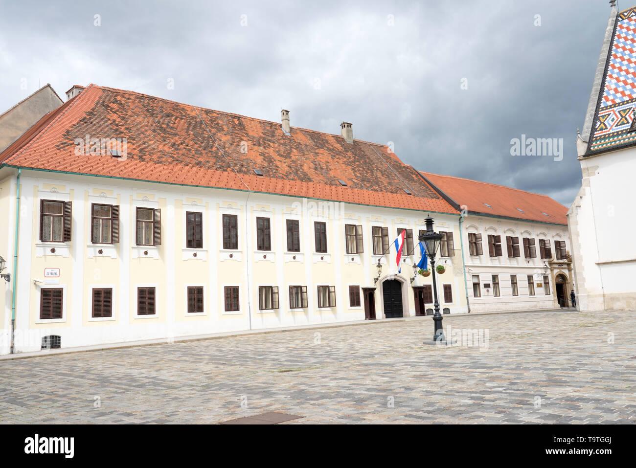 Zagreb, Croacia - Banski dvori sede del Gobierno croata en la Plaza de San Marcos. Imagen De Stock