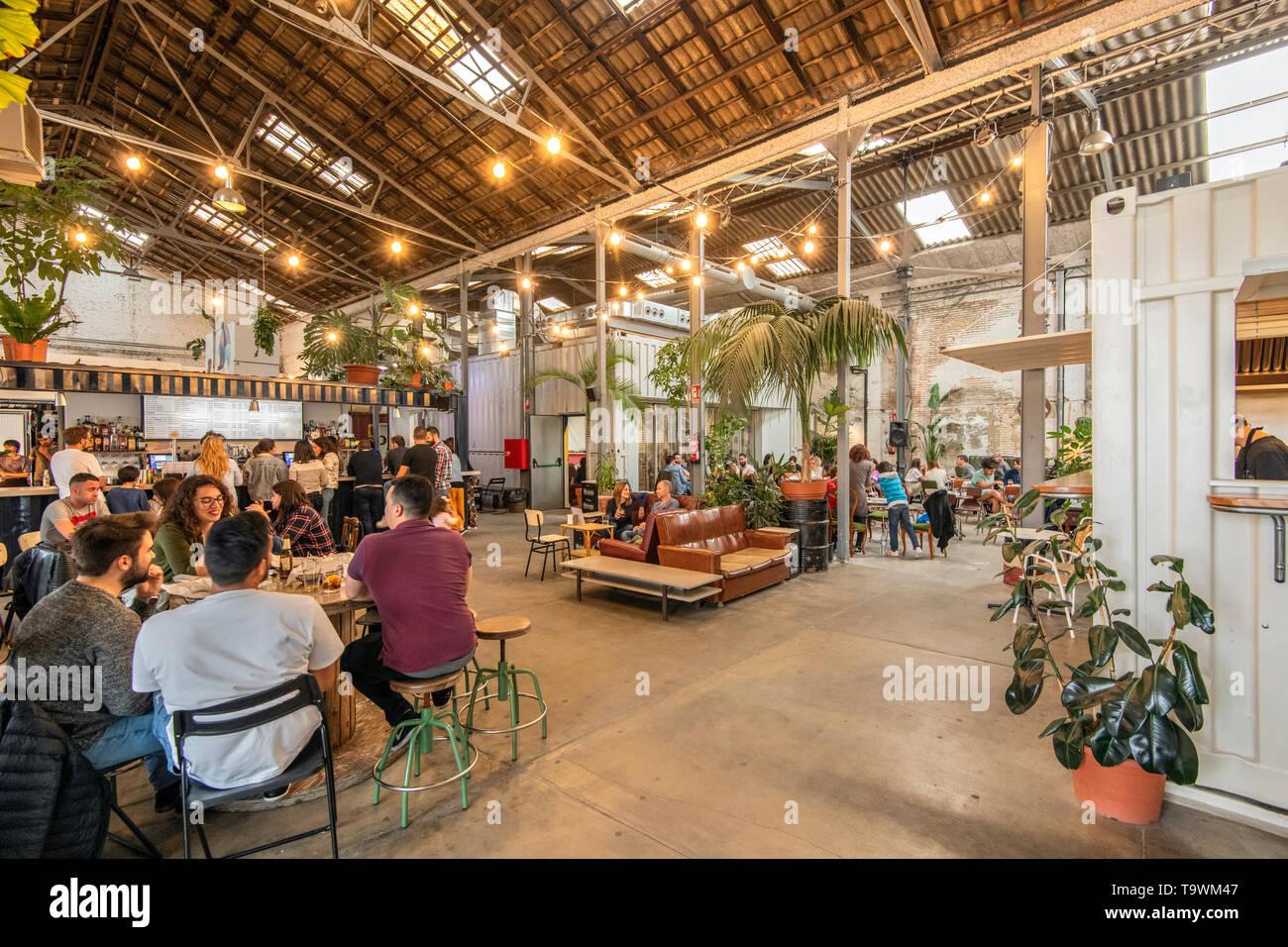 La Fabrica de Hielo espacio multifuncional que actúa como bar, música y eventos en el barrio del Cabanyal, Valencia, Comunidad Valenciana, España Imagen De Stock