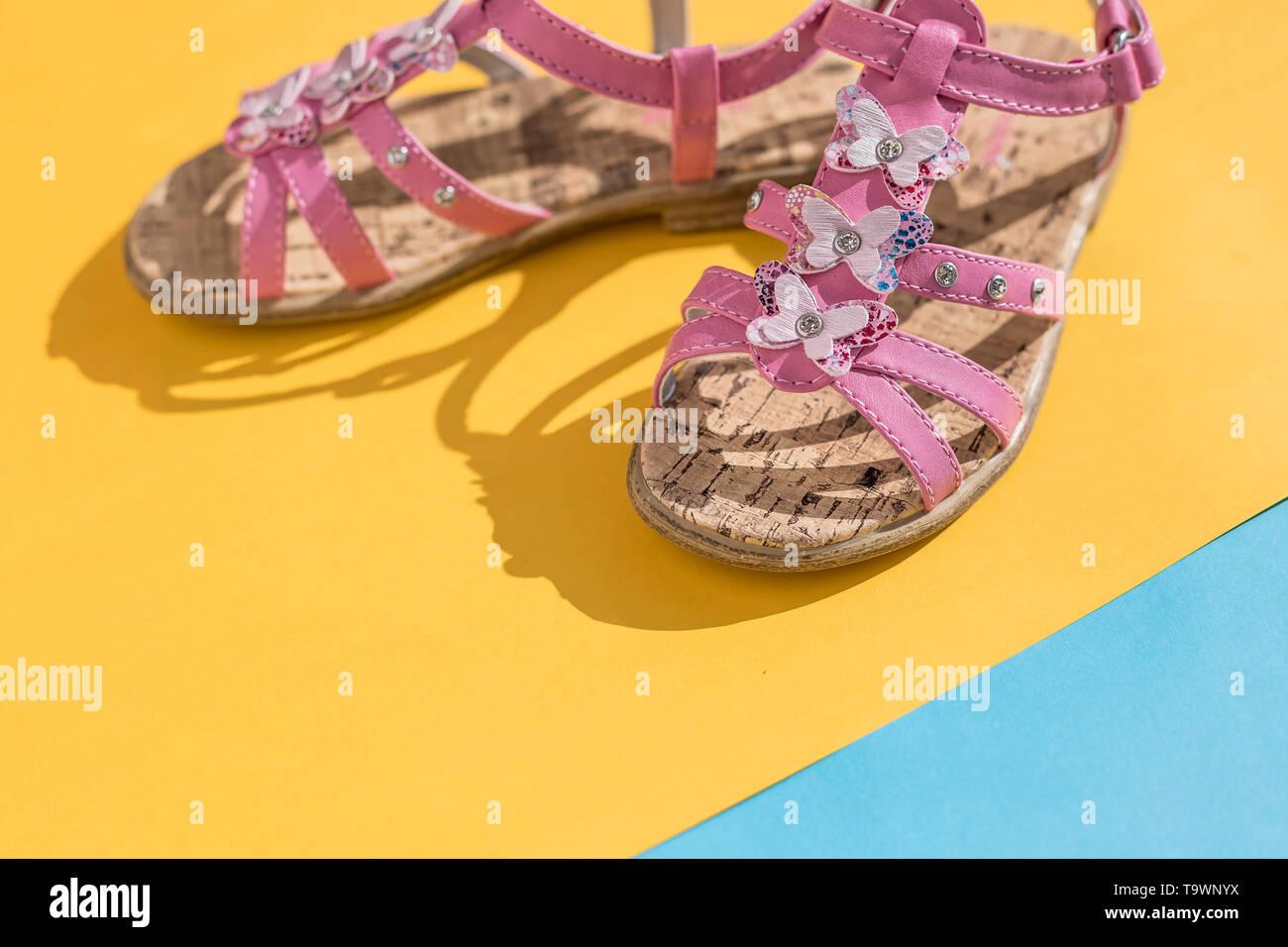 Sobre Azul Fondo Color Zapatos Amarillo Pastel De Rosa Y UpzMqSV