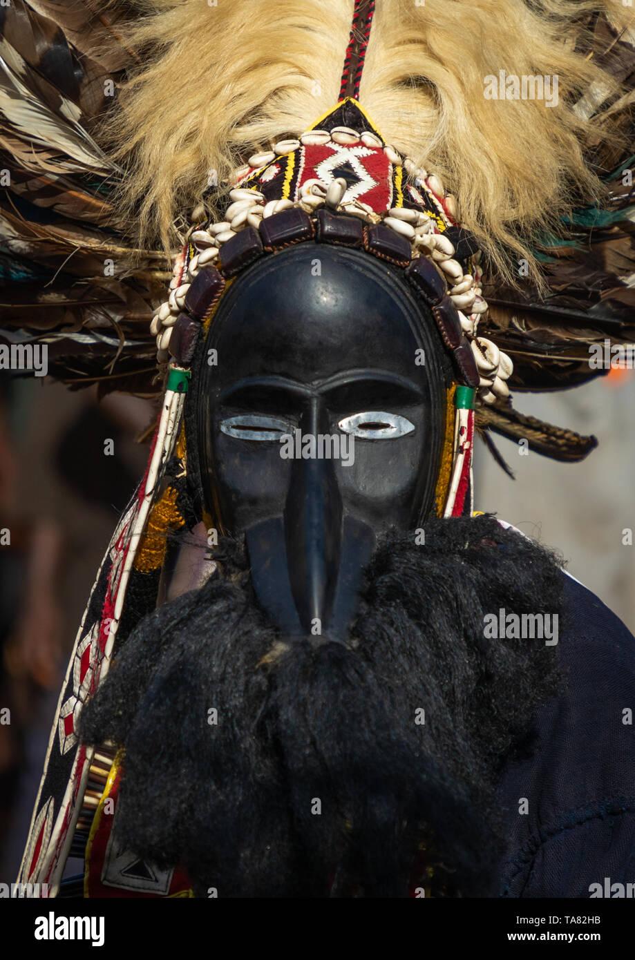 Máscara de la tribu de Dan danza sagrada durante una ceremonia, Bafing, Gboni, Costa de Marfil Foto de stock