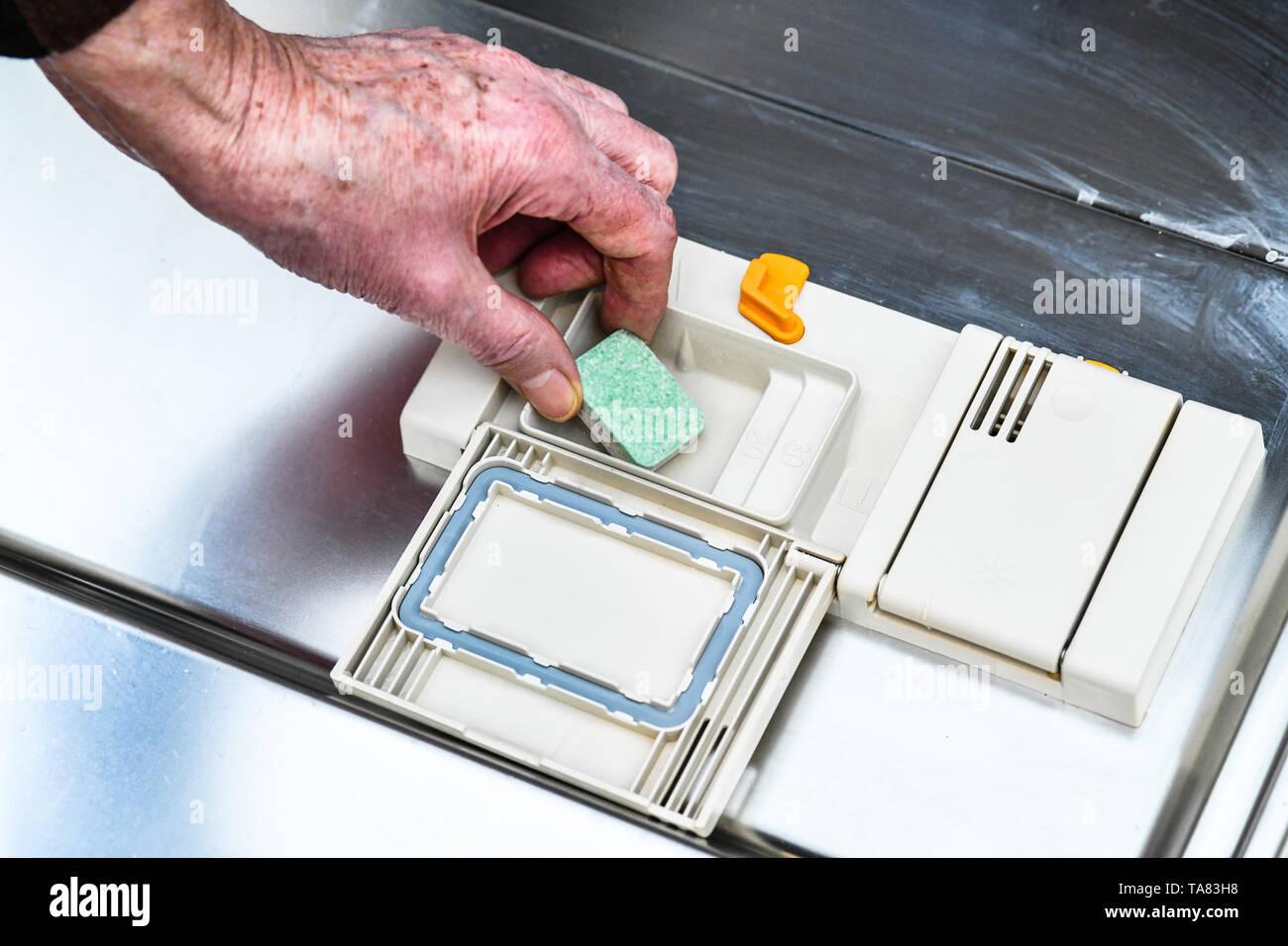 Tab., lavavajillas, Ficha Geschirrspülmaschine Foto de stock