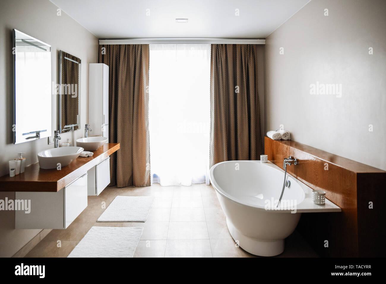 Cuarto de baño contemporáneo, gran diseño interior. Baño moderno ...