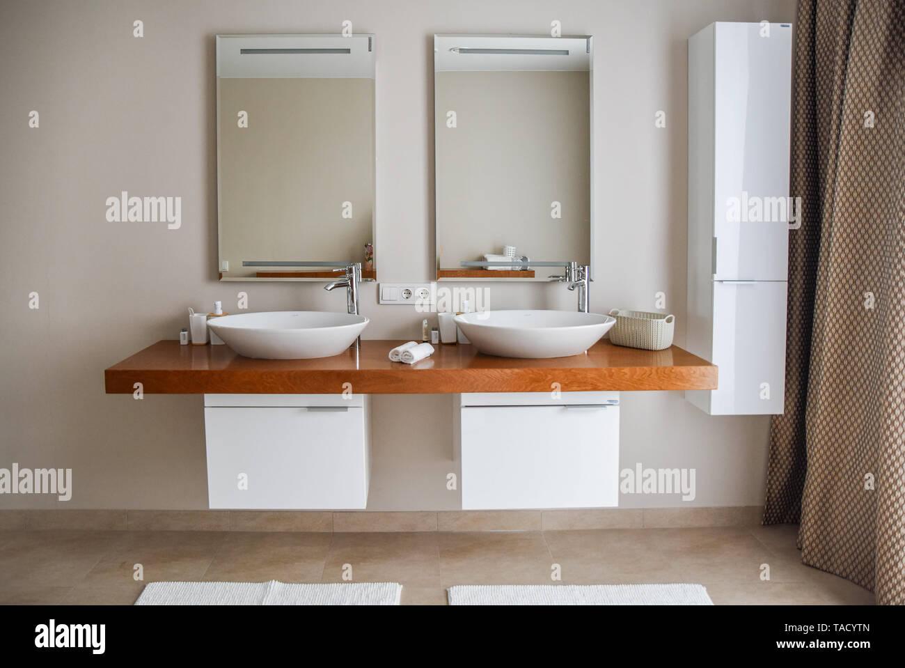 Cuarto de baño contemporáneo, gran diseño interior. Baño ...