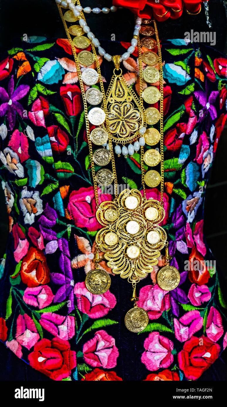 905fdf790975 Artesanias Oaxaca Imágenes De Stock   Artesanias Oaxaca Fotos De ...