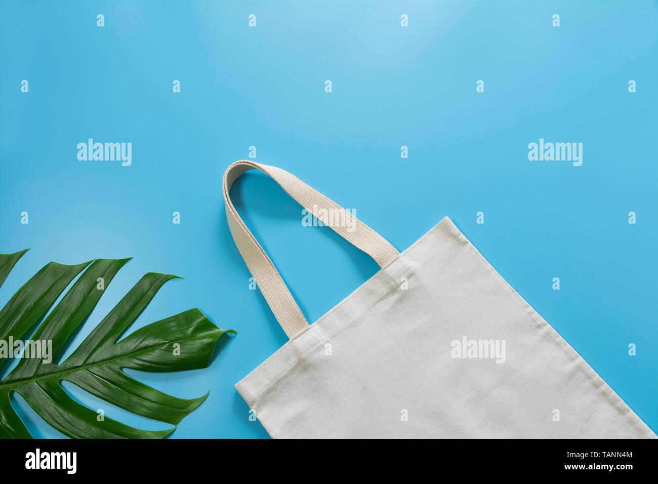 fc2a55b67 Bolsa de tela de lienzo en blanco. Bolsa de compras de tela boceto con  espacio