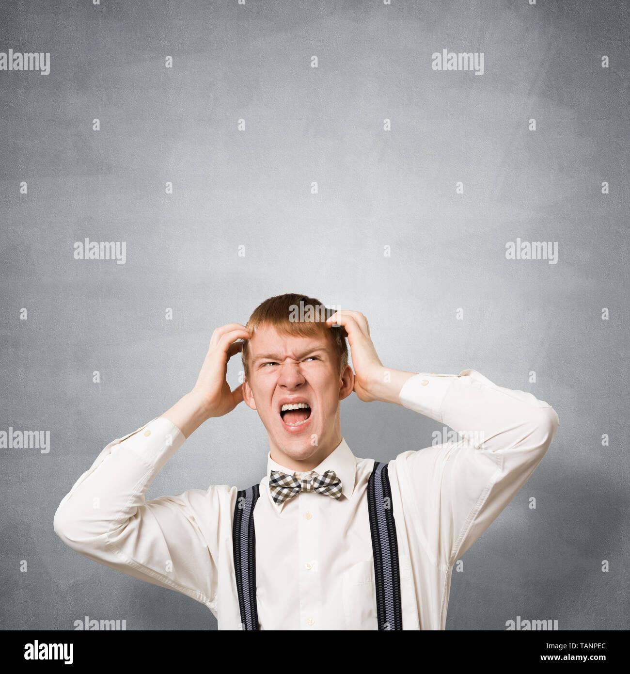 Estresante adolescente gritando con pánico Imagen De Stock