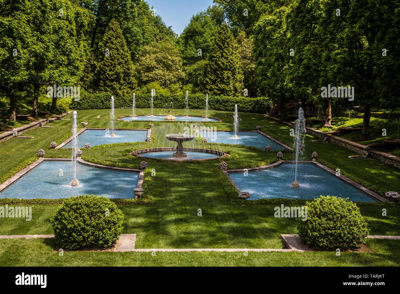 Longwood jardines fuentes de agua, Kennett Square, Pensilvania, EE.UU., FS 15.42 MB. 300ppi, jardín de plantación geométrico botánicos escénico América Foto de stock