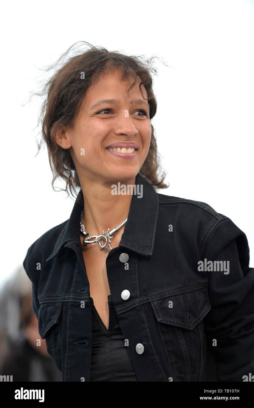 72ª edición del Festival de Cannes: photocall para la película ÒAtlantics' (Francés: ÒAtlantique') con el director de cine French-Senegalese Mati Diop, en Foto de stock