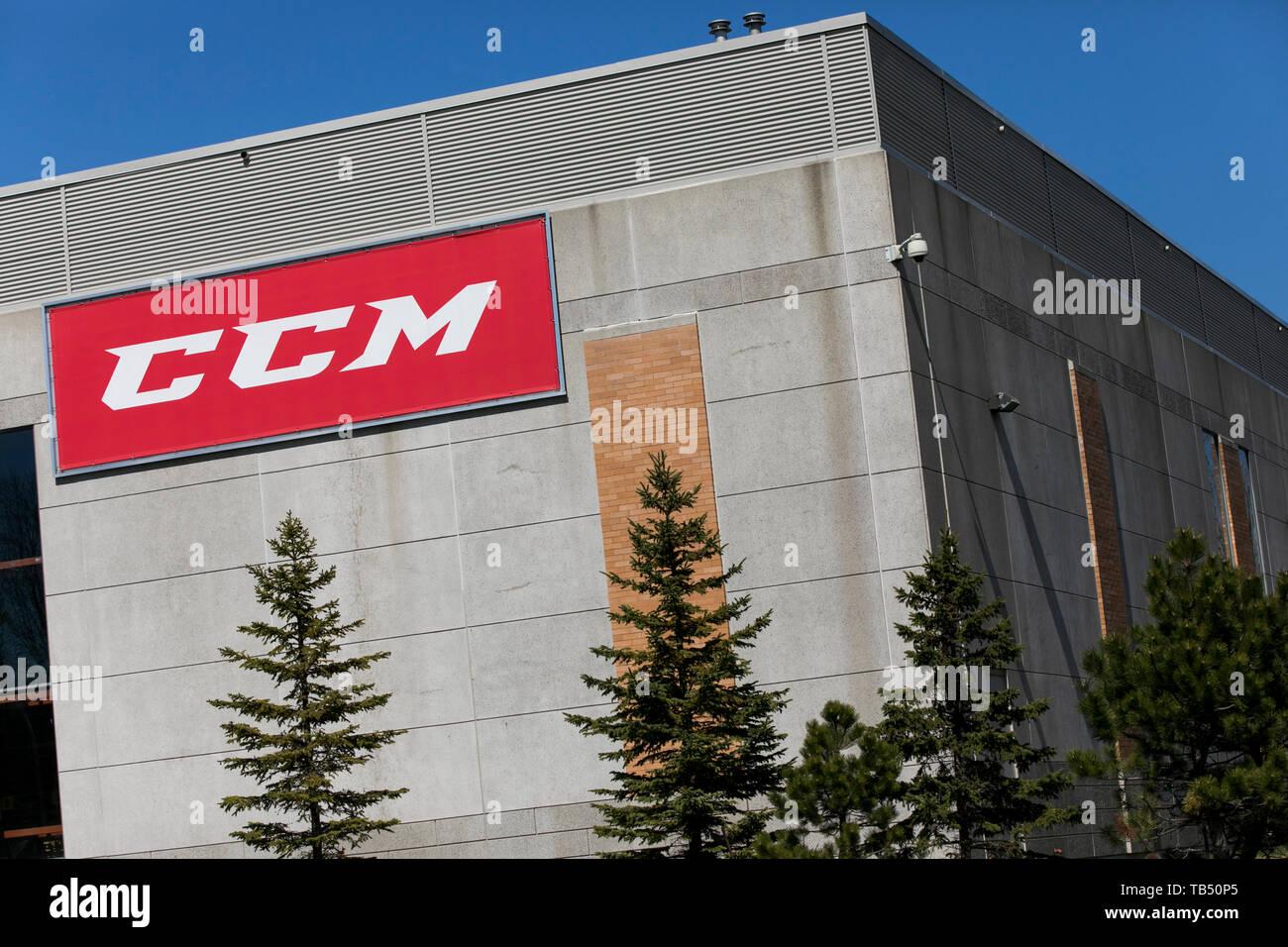 Un logotipo cartel fuera de una instalación ocupada por deporte Maska Inc. (CCM Hockey) en Saint-Laurent, Quebec, Canadá, el 21 de abril de 2019. Imagen De Stock