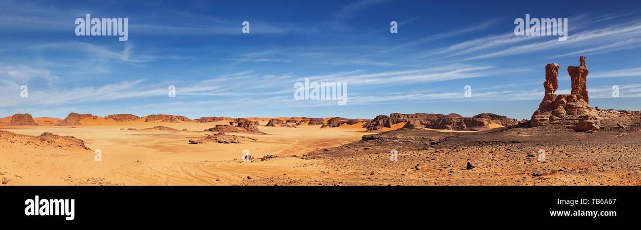 Dunas de arena y rocas, el desierto del Sahara, Argelia Foto de stock