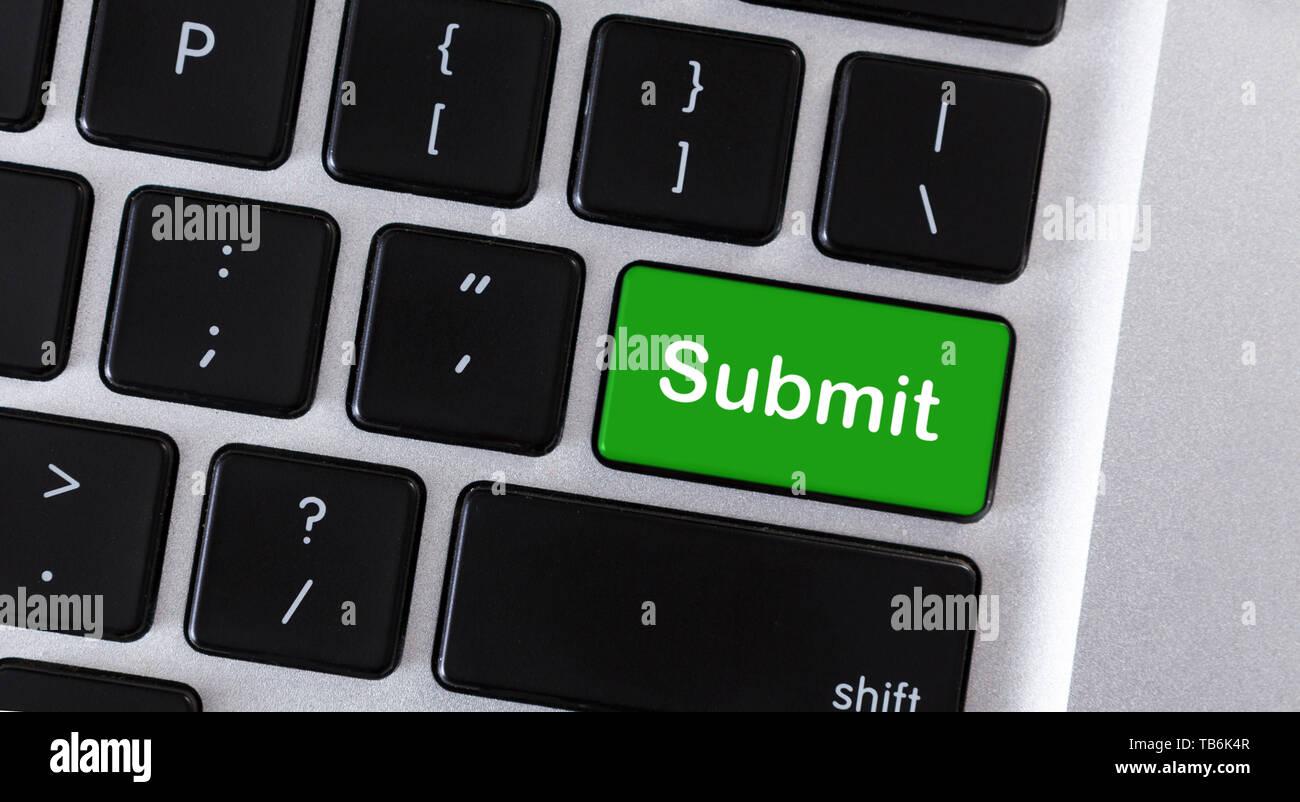Word Enviar en botón verde de teclado de ordenador Imagen De Stock