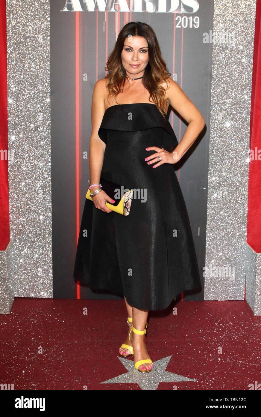 Alison Rey alison rey llega a la alfombra roja durante el 2019 premios