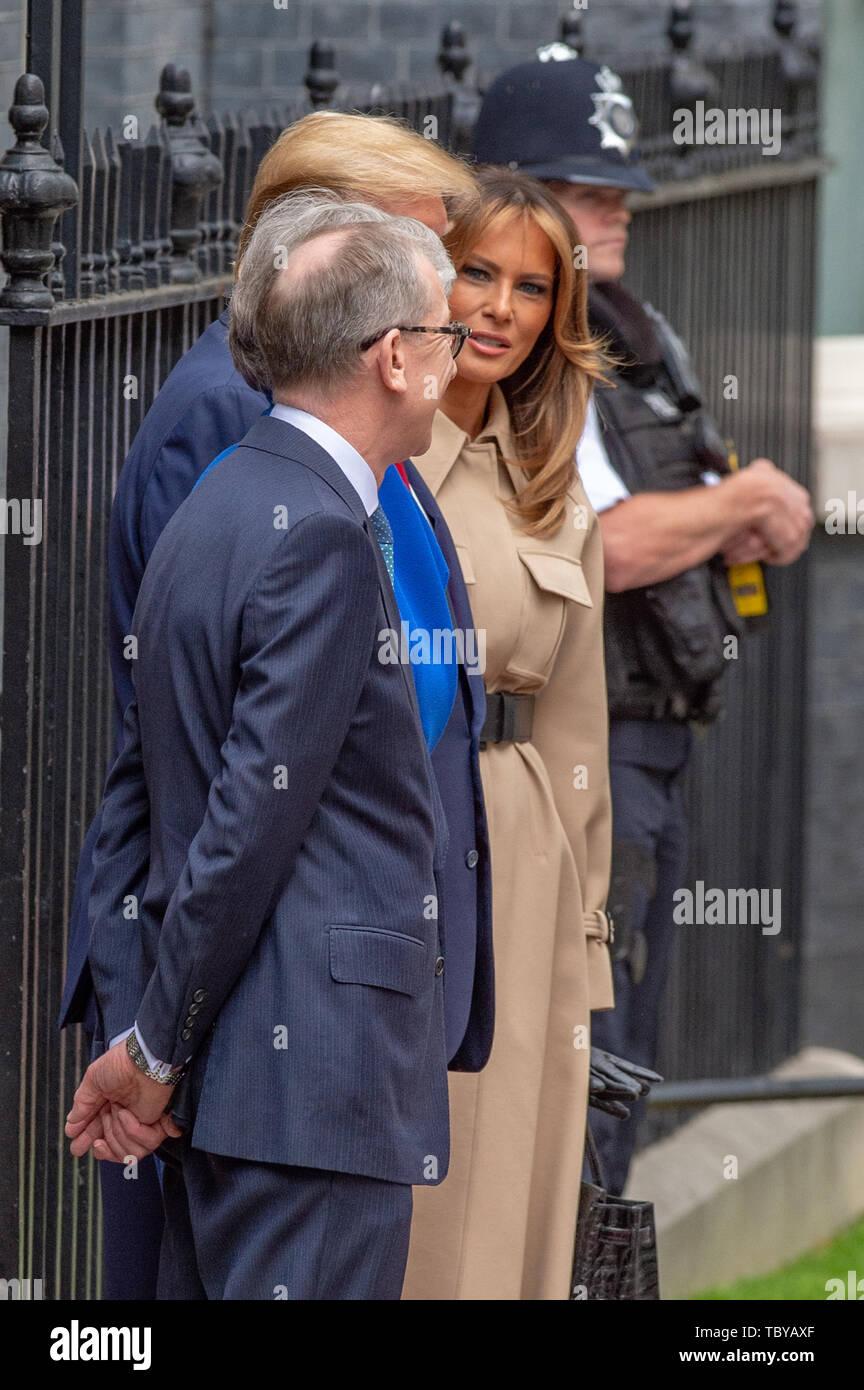 Londres, Reino Unido. El 4 de junio, 2019. El Primer Ministro del Reino Unido, Theresa Mayo nos saluda presidente Donald Trump en Downing Street en Londres. Crédito: Peter Manning/Alamy Live News Foto de stock