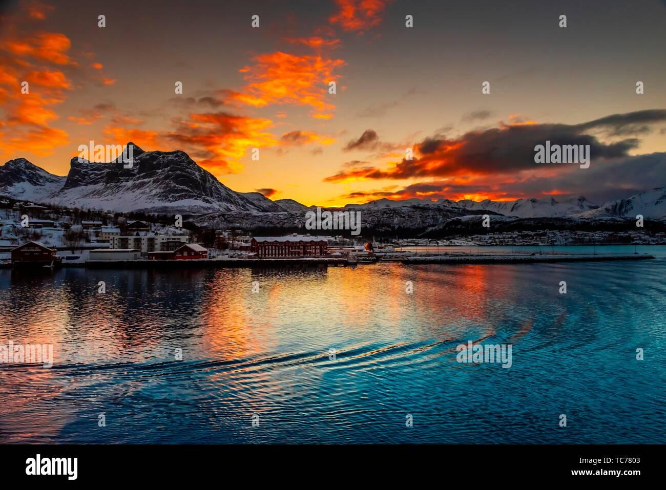 Ornes, al norte del Círculo Polar Ártico, en el norte de Noruega. Foto de stock