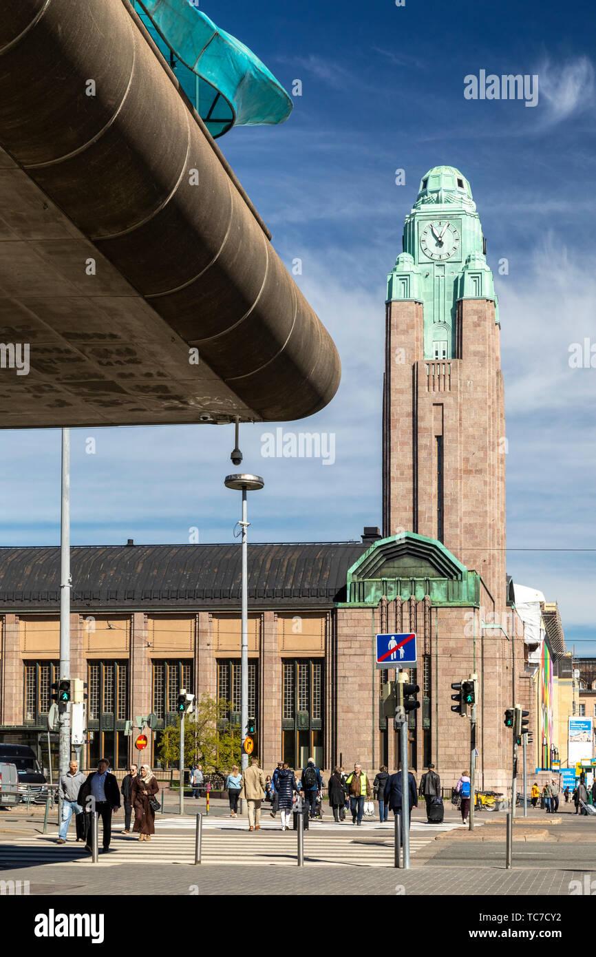 Torre del Reloj de la Estación Ferroviaria Central de Helsinki Foto de stock