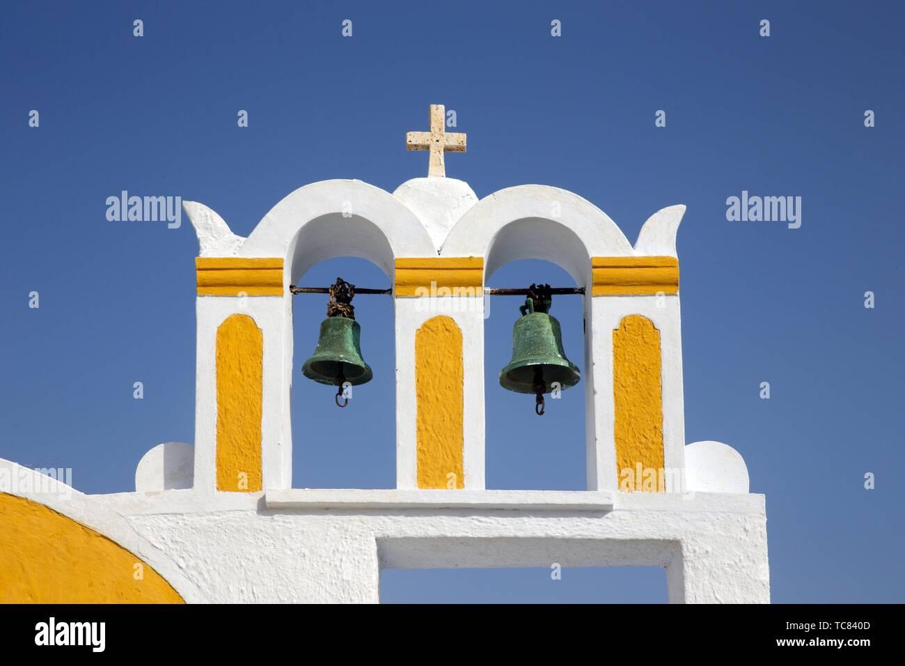 El campanario de una iglesia en Oia, Santorin, Grecia, Europa. Foto de stock