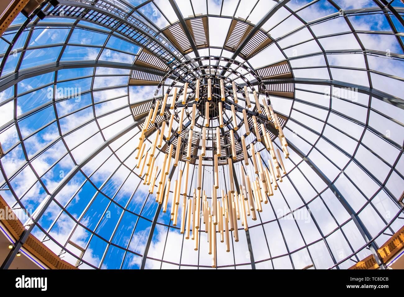 Techo de cristal con iluminación monumental en Eindhoven, Países Bajos, Europa. Foto de stock