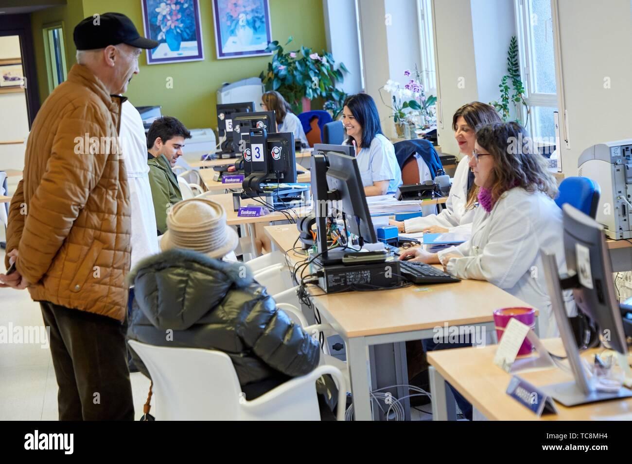 SAPU, Servicio de Atención al Paciente y Usuario, paciente y servicio de usuario, Hospital Donostia, San Sebastián, Gipuzkoa, País Vasco, España Foto de stock