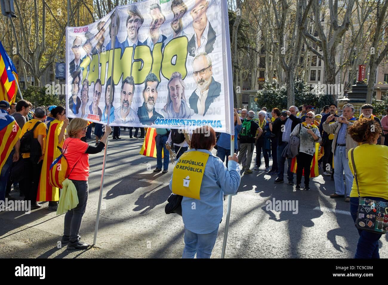 Demostración de catalanes exigiendo la independencia, el Paseo del Prado, Madrid, España Foto de stock