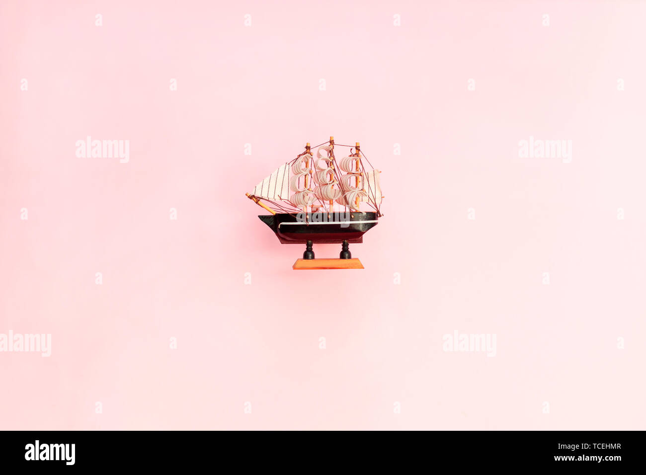 Pequeño Fondo Sobre De Madera Barco Color RosaVelero Juguete wknXZPN80O