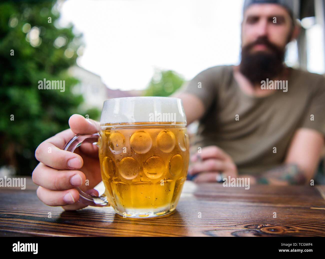 El Alcohol Y El Bar Concept Joven Creativo Cervecera