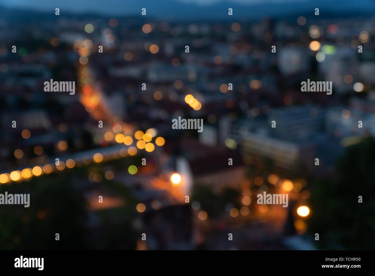 Light Night bokeh desenfoque de la ciudad por la noche, la foto de fondo Foto de stock