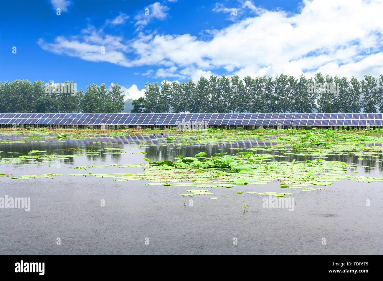 Paneles solares en el exterior Imagen De Stock