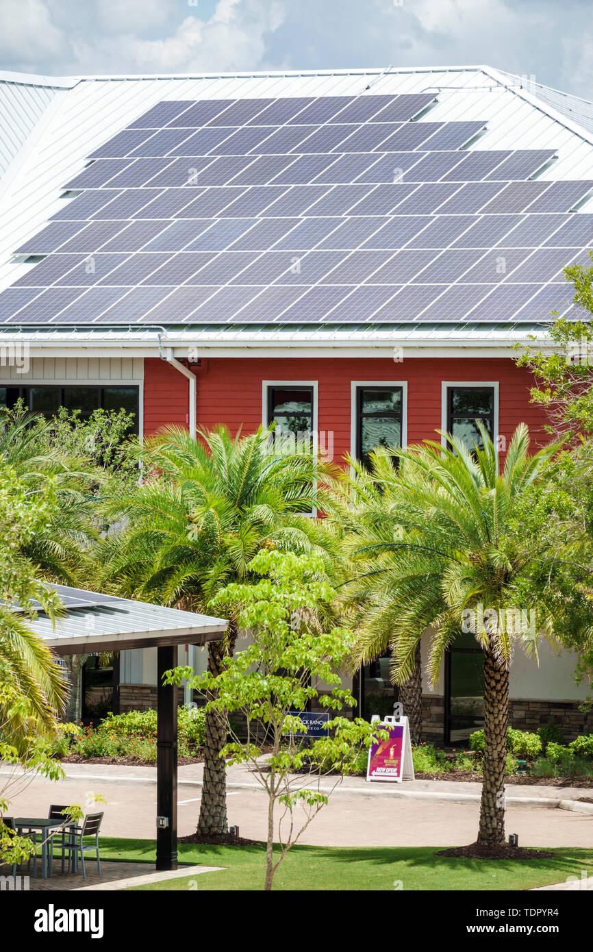 Florida Babcock Ranch comunidad planificada maestra primera ciudad solar energía renovable limpia del fundador de paneles solares de techo cuadrado Imagen De Stock