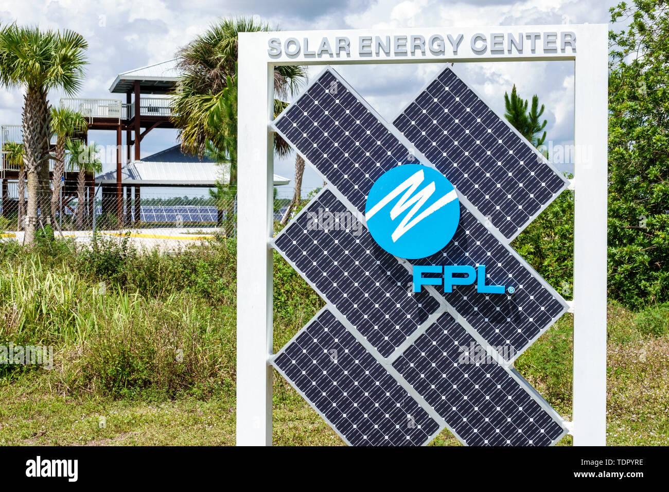 Florida Babcock Ranch comunidad planificada maestra primera ciudad solar Energía Solar FPL Centro empresa suministradora de energía renovable limpia en paneles solares finca vallada Imagen De Stock