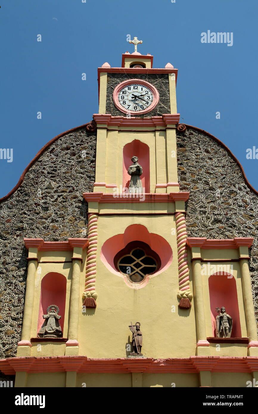 Parroquia de San Juan Bautista. Iglesia católica en Huitzilac, Morelos, México. Foto de stock