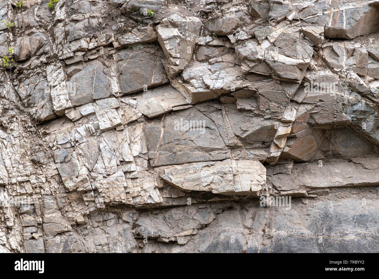 Desmenuzar rock acantilado en el valle del río Fraser, Columbia Británica, Canadá Foto de stock