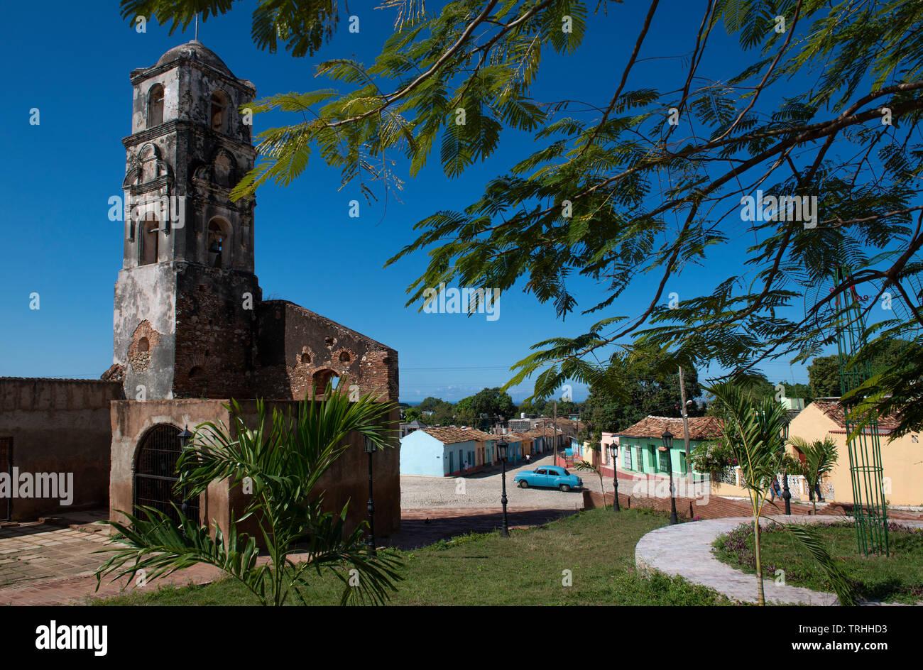 Iglesia abandonada a las afueras del centro de Trinidad en la isla de Cuba, Caribe Foto de stock