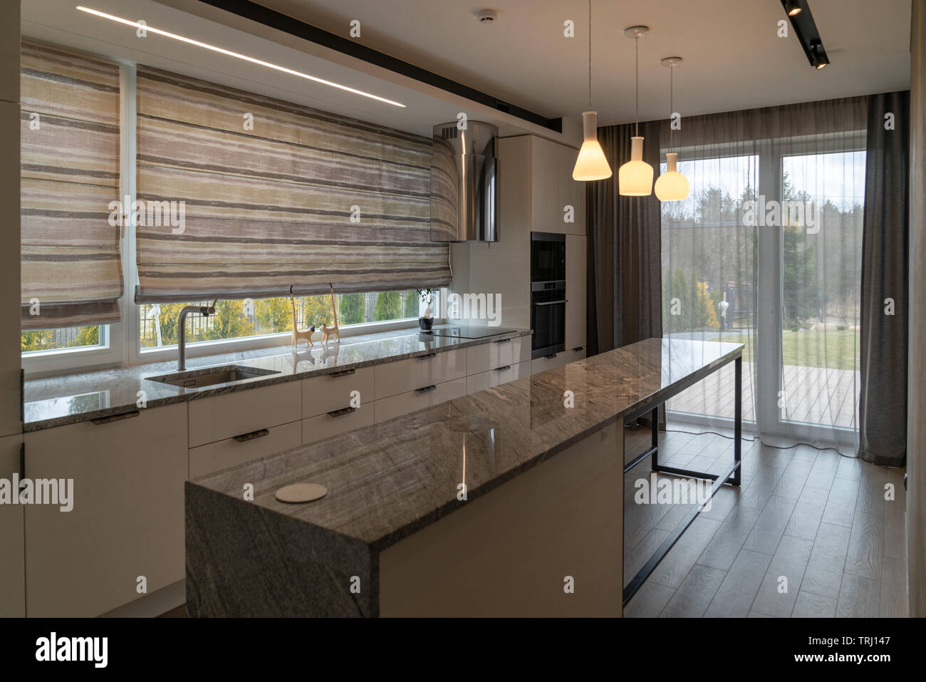 Hermosa cocina moderna con muebles para el hogar en casas de ...