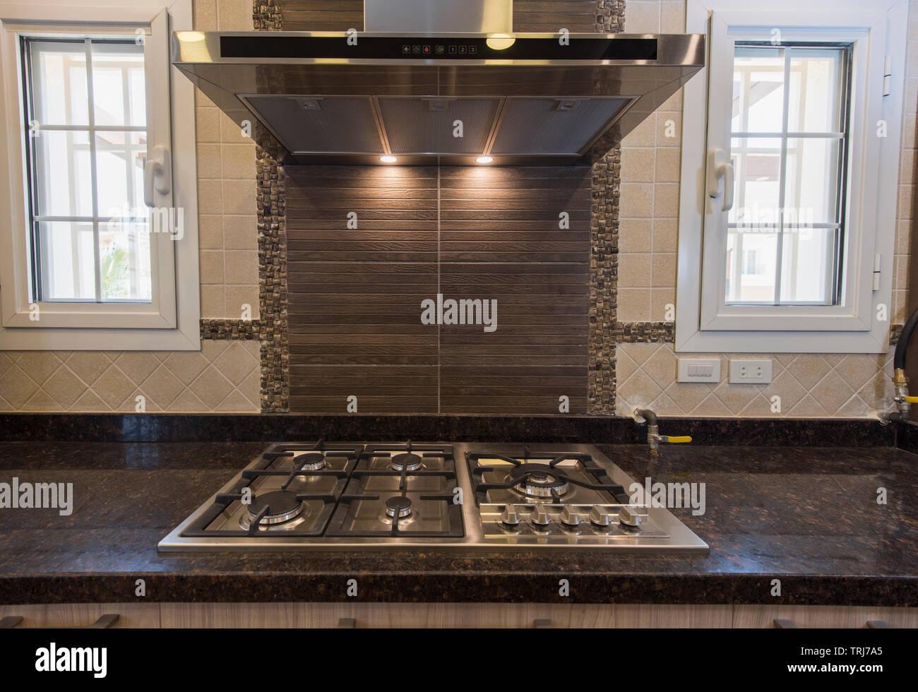 Decoración interior de diseño mostrando la cocina moderna ...