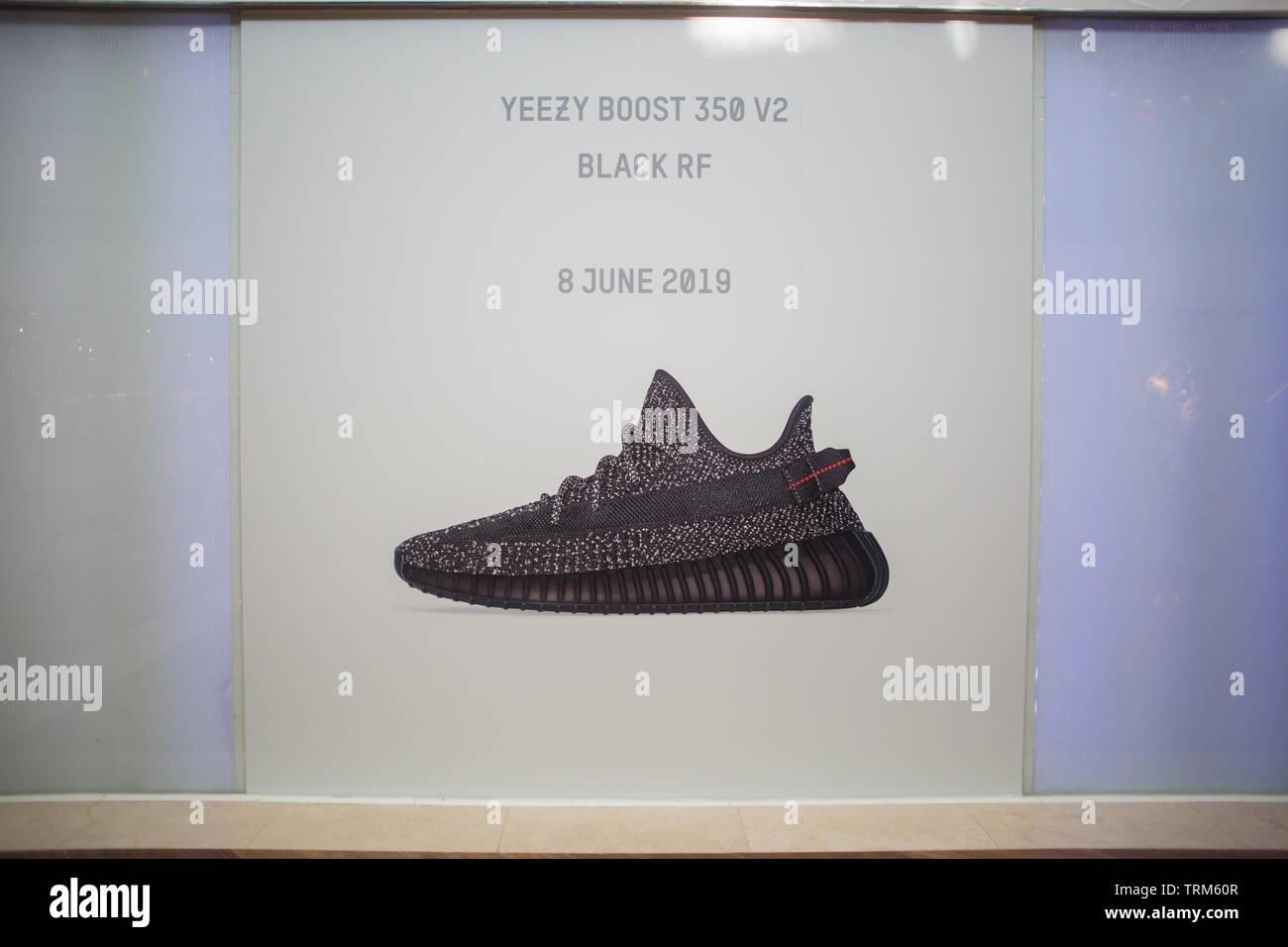 Adidas Black Sneakers Imágenes De Stock & Adidas Black