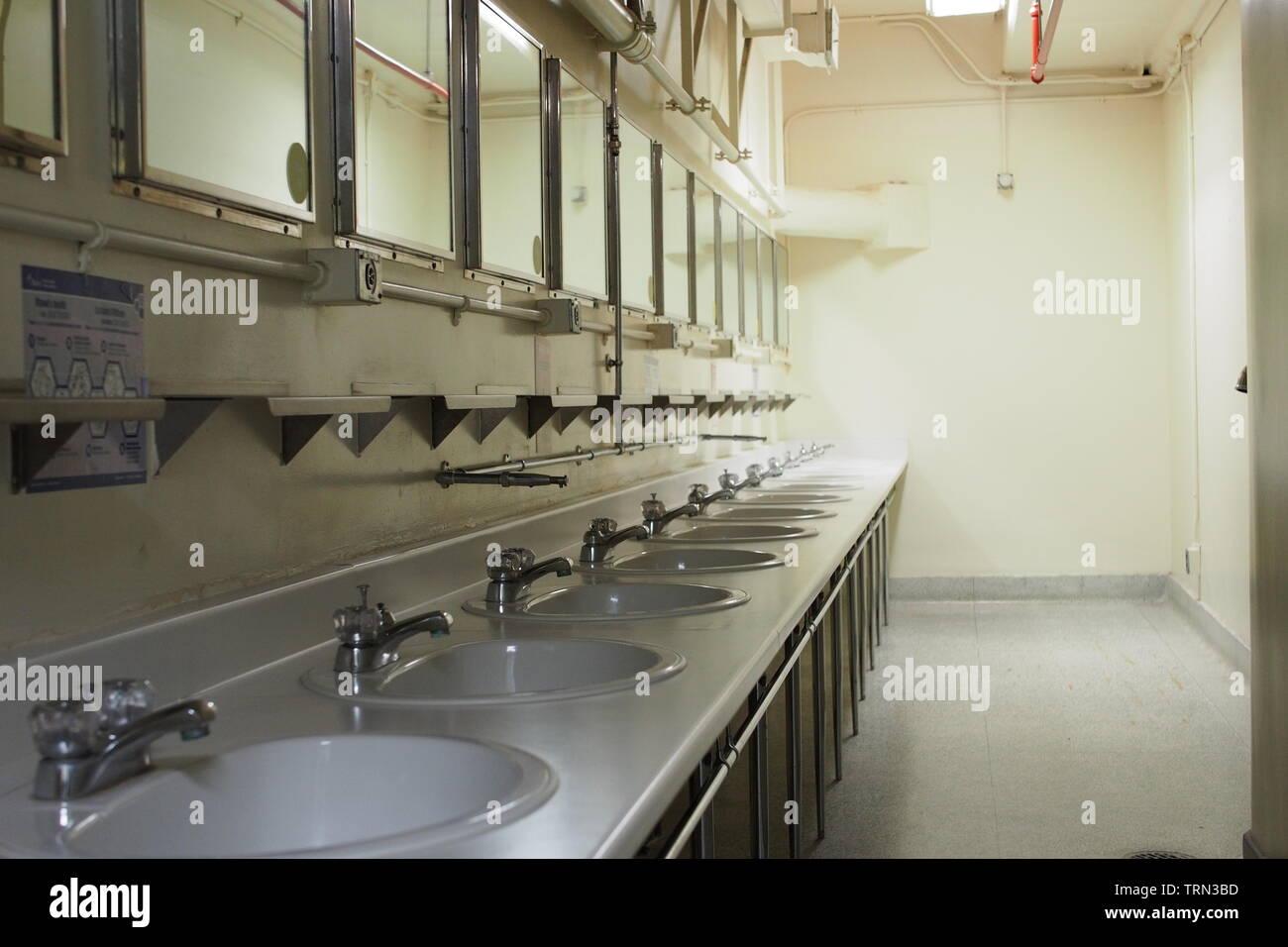 Señoras baños en el Diefenbunker, Canadá es el Museo de la guerra fría, ubicada en las afueras de la carpa en Ottawa, Ontario, Canadá. Imagen De Stock